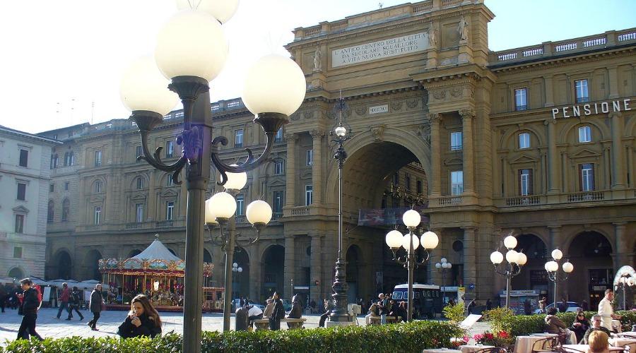 1280px-Gilli_(Florence)_5