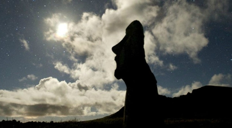 EASTER-ISLAND-MOAI-AND-SKY-mgt5plxqgtqqchszi27mtfulo5w870rddx89wvg1ag