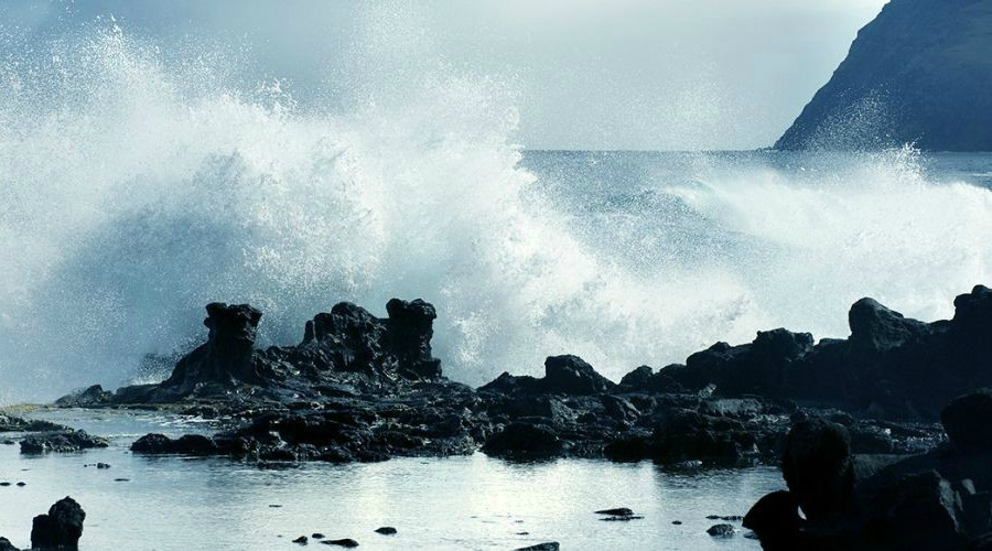 EASTER-ISLAND-SEA-COAST-mgt5mont7dqm861wkspf26ez50b48x5fng5w5vs4nc