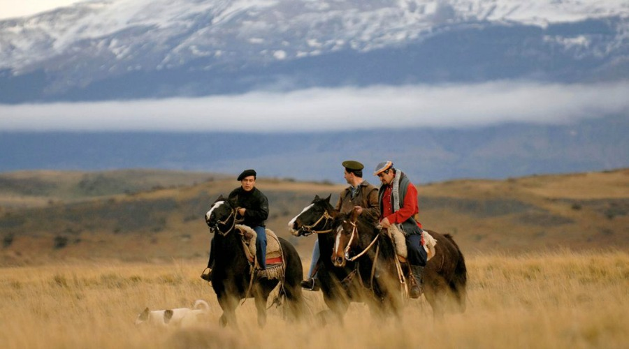 explorers-in-an-exploration-crossing-a-river-on-horseback-Patagonia1