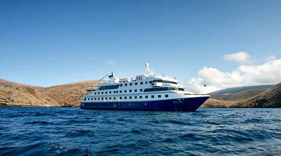 ht-galapagos-santa-cruz-ship (7)