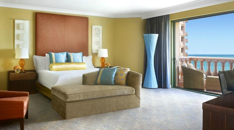 RoyalTowers_RegalSuite_Bedroom